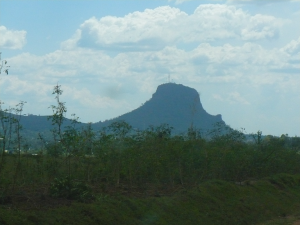 The mountain around which lies the city of Tororo